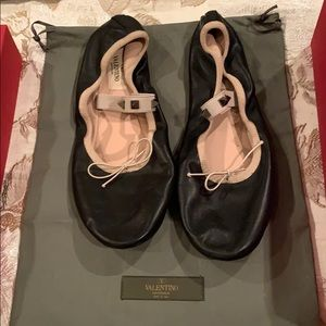 Auth Valentino ballet black and beige flats